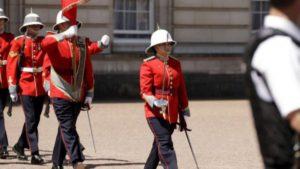 prima-femeie-care-comanda-garda-reginei-de-la-buckingham-palace-este-din-canada-34035