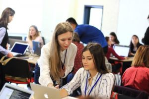 program-de-instruire-pentru-fete-920x613-920x613