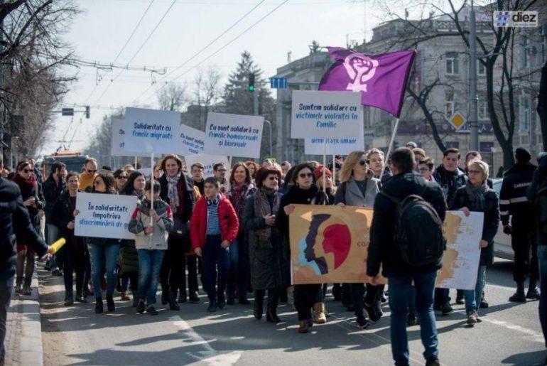 marsul-feminist-8-martie-920x614